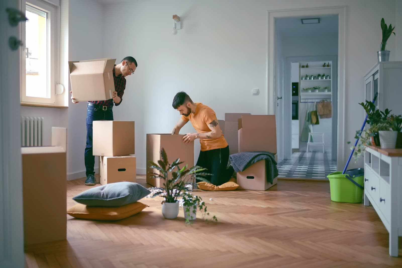 men packing boxes to move to new house
